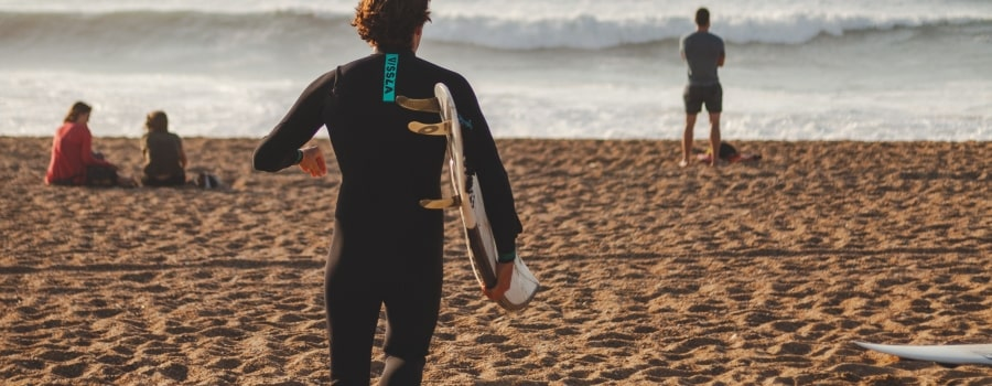 Brand-New-vs-Second-Hand-Wetsuit-featured-thewaveshack.com-min