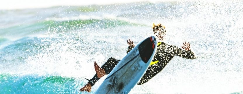 How-To-Safely-Wipeout-When-Surfing-Featured-thewaveshack.com-min