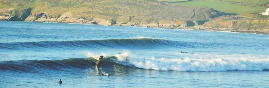 Croyde-Best-Places-To-Surf-In-North-Devon-thewaveshack.com-min-